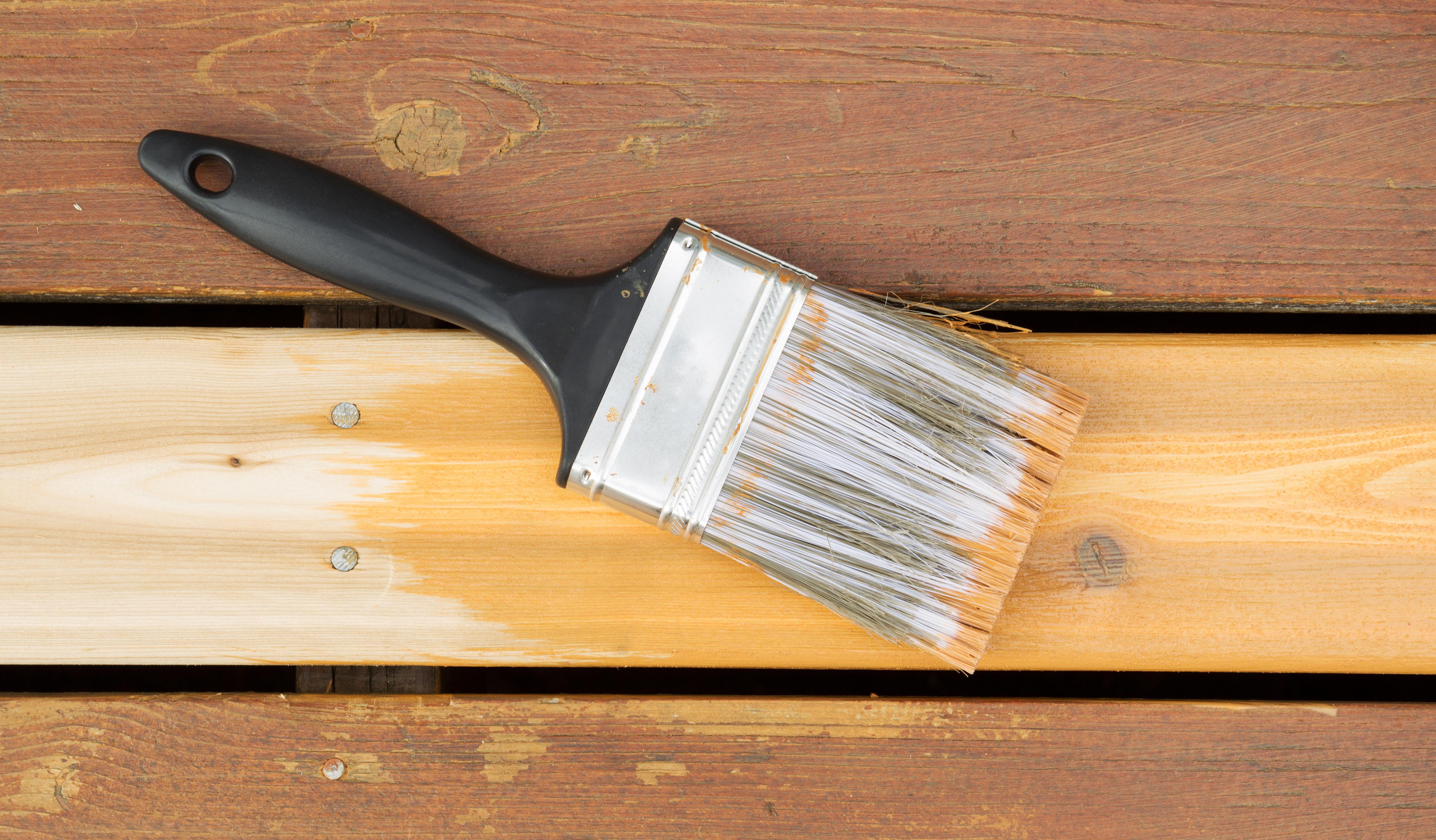 comment bien entretenir sa terrasse en bois faire une terrasse en bois. Black Bedroom Furniture Sets. Home Design Ideas