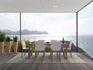 Une terrasse en bois couverte avec vue sur la mer