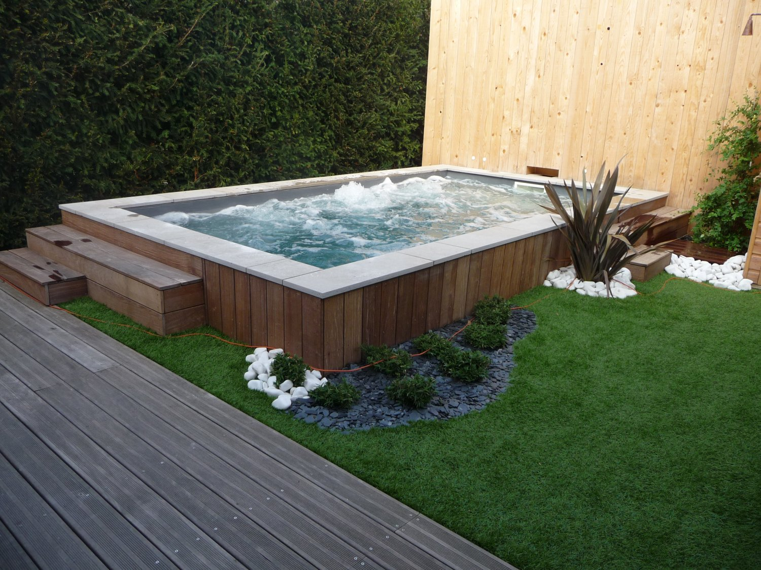 Am nager son jardin ext rieur faire une terrasse en bois for Amenagement jardin piscine